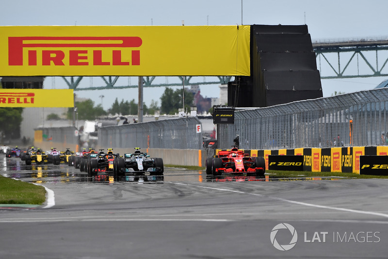Sebastian Vettel, Ferrari SF71H leads Valtteri Bottas, Mercedes-AMG F1 W09 at the start of the race