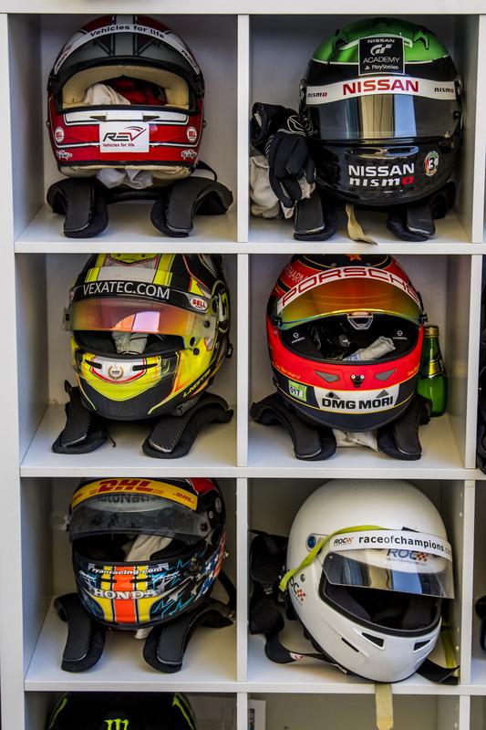 Los cascos de los pilotos