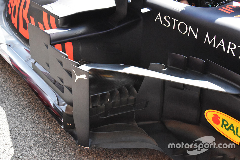 Red Bull Racing RB14 bargeboard