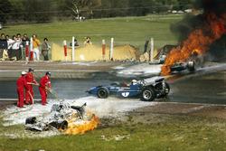 Jackie Stewart, Tyrrell, passiert die Unfallstelle von Jackie Oliver, BRM, und Jacky Ickx, Ferrari