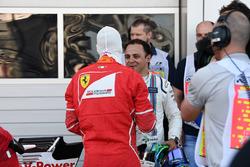 Обладатель поул-позиции Себастьян Феттель, Ferrari, и Фелипе Масса, Williams