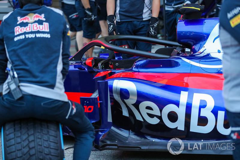Scuderia Toro Rosso STR12 con el halo