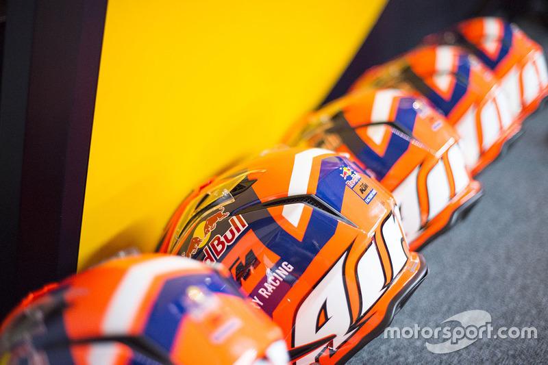 Helme vom Team Red Bull KTM Factory Racing