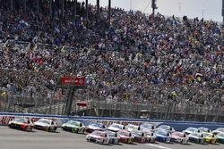Martin Truex Jr., Furniture Row Racing, Toyota; Kyle Larson, Chip Ganassi Racing, Chevrolet