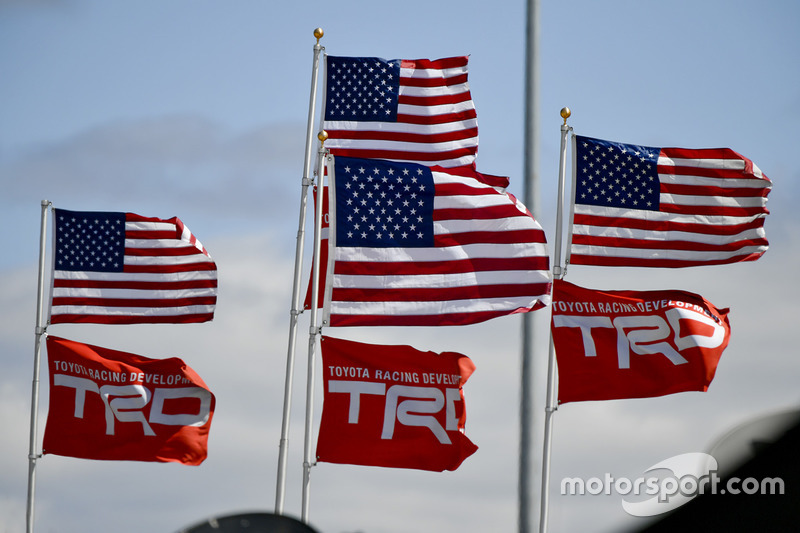 Bandiere americane e bandiere TRD