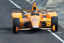 Фернандо Алонсо, Andretti Autosport Honda покидает пит-лейн в первый раз