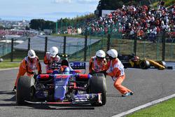 Temporada 2017 F1-japanese-gp-2017-carlos-sainz-jr-scuderia-toro-rosso-str12-retires-from-the-race