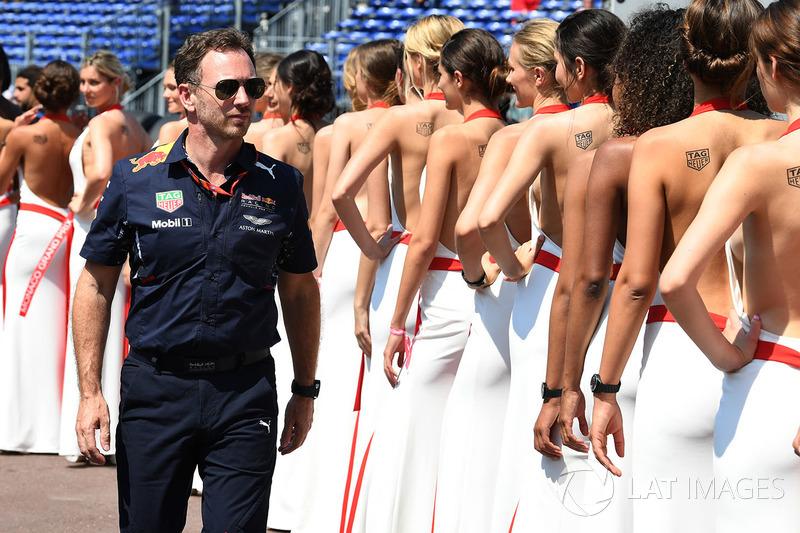 Грід-гьолз та Крістіан Хорнер, керівник Red Bull Racing Team