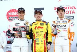 全日本F3選手権第4戦の表彰台(高星、パロウ、坪井)