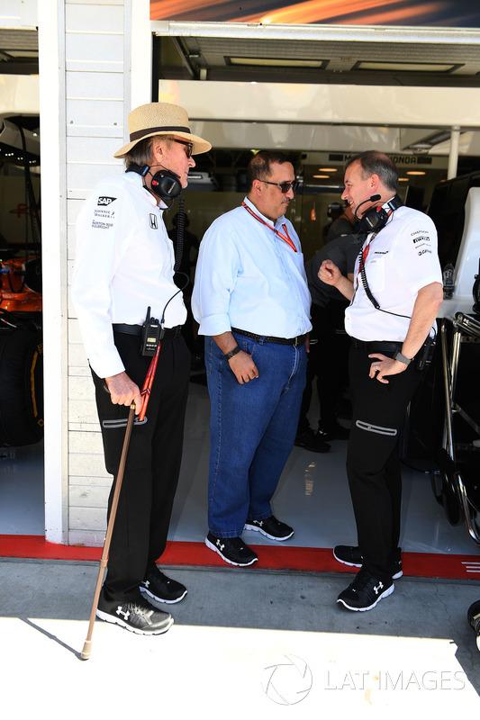 Шейх Мухаммед ібн Есса Аль Халіфа, генеральний директор ради з економічного розвитку Бахрейну та акціонер McLaren,Мансор Ож'є, TAG , Джонатан Ніл, керуючий директор McLaren