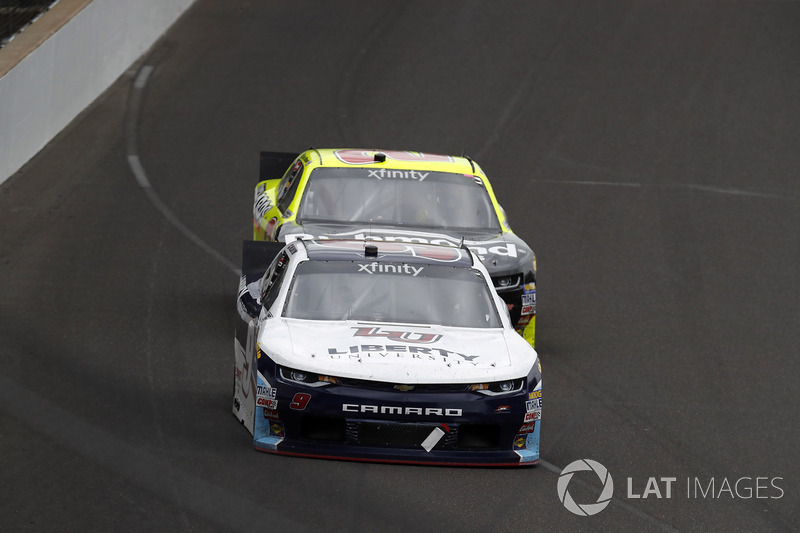 William Byron, JR Motorsports Chevrolet leads