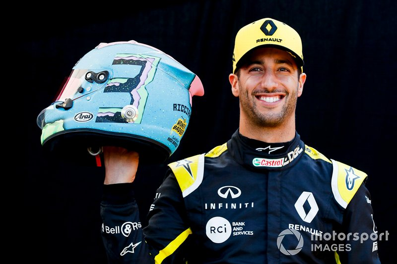 Daniel Ricciardo, Renault F1 Team with his helmet