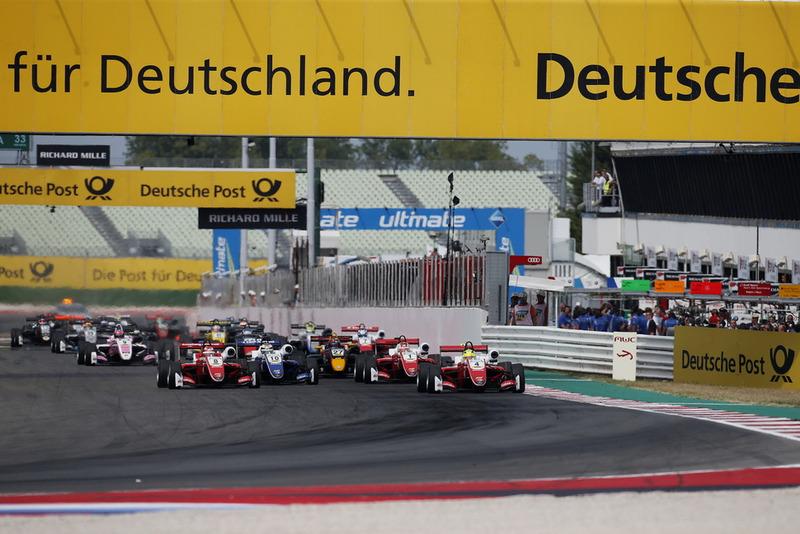 Le départ, Mick Schumacher, PREMA Theodore Racing Dallara F317 - Mercedes-Benz est en tête