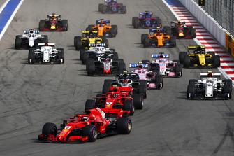 Start action, Sebastian Vettel, Ferrari SF71H, leads Kimi Raikkonen, Ferrari SF71H, and Kevin Magnussen, Haas F1 Team VF-18