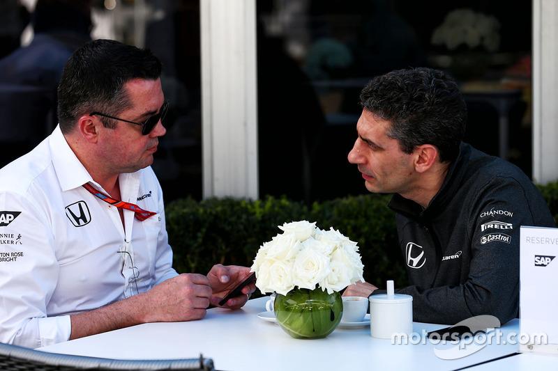 Eric Boullier, McLaren-Teamchef, mit Andrea Stella, McLaren-Renningenieur