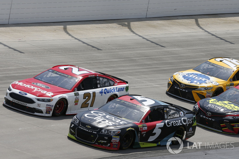 Kasey Kahne, Hendrick Motorsports, Chevrolet; Ryan Blaney, Wood Brothers Racing, Ford; Erik Jones, F