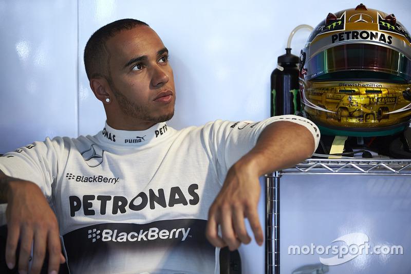 Hamilton ya con Mercedes.