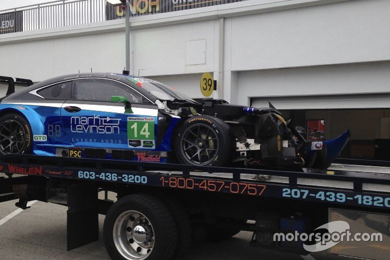 #14 3GT Racing Lexus RCF GT3 daño del choque: Scott Pruett, Ian James, Gustavo Menezes, Sage Karam