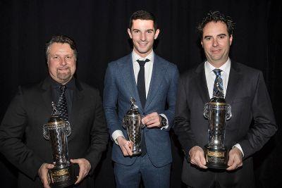 Rossi erhält die Borg-Warner-Trophy