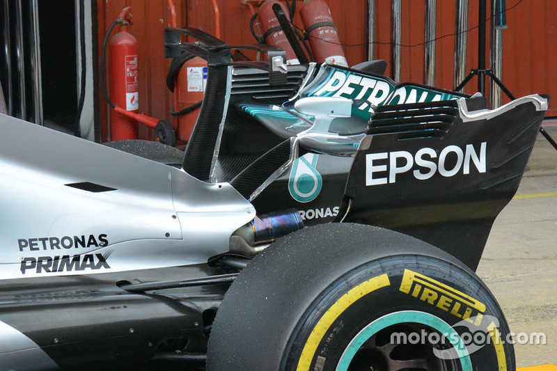 Mercedes AMG F1 W08 T-wing detail