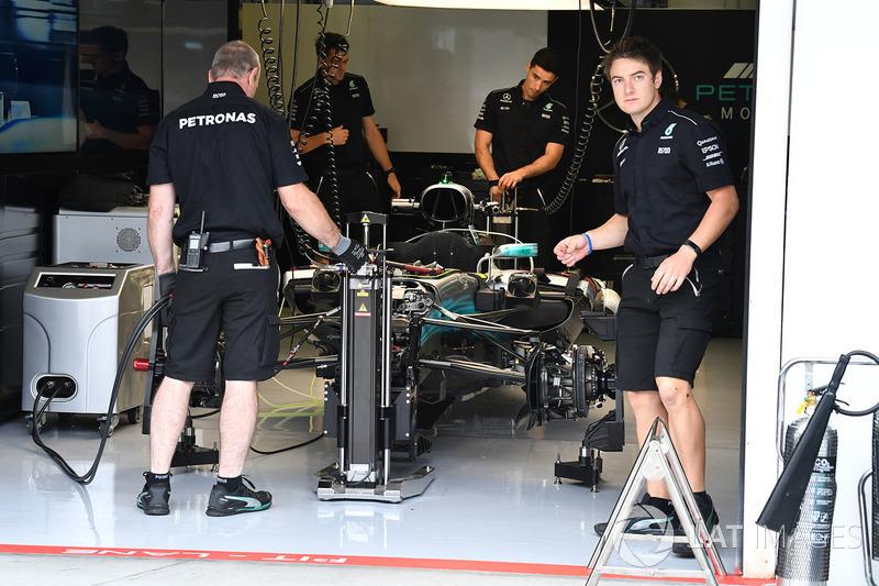 Mercedes-Benz F1 W08 Hybrid en el garaje