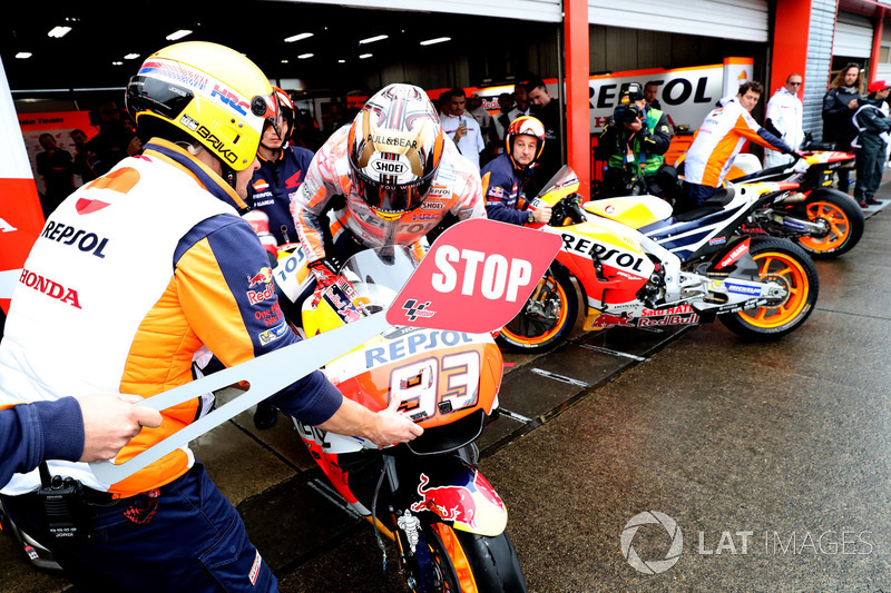 Marc Marquez, Repsol Honda Team pit lane bike swap