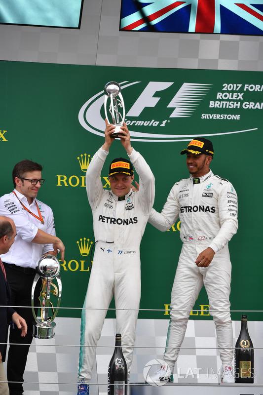 Peter Bonnington, Mercedes AMG F1 Race Engineer, Lewis Hamilton, Mercedes AMG F1 and Valtteri Bottas, Mercedes AMG F1 celebrate on the podium