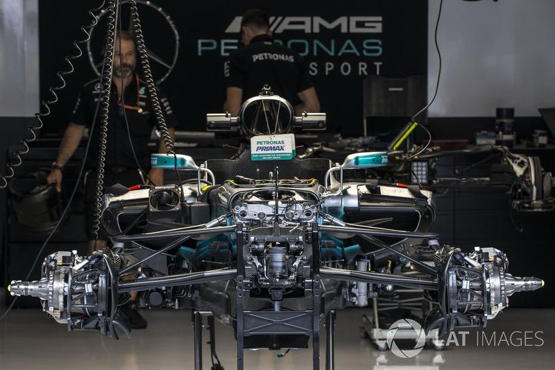 Mercedes-Benz F1 W08 dans le garage