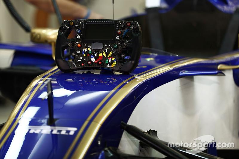 Volante en la nariz del coche de Marcus Ericsson, Sauber C36