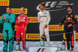 Подіум: переможець Льюіс Хемілтон, Mercedes AMG F1, друге місце - Себастьян Феттель, Ferrari, третє місце - Даніель Ріккардо, Red Bull Racing