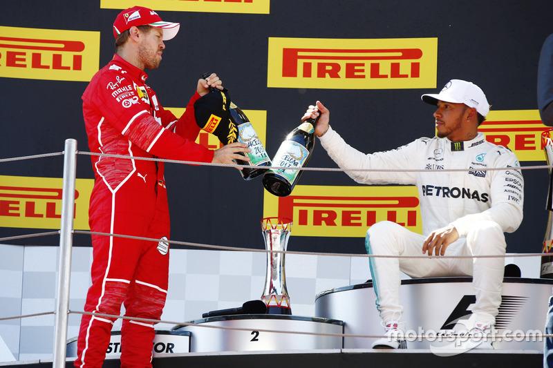 Подіум: переможець Льюіс Хемілтон, Mercedes AMG F1, друге місце - Себастьян Феттель