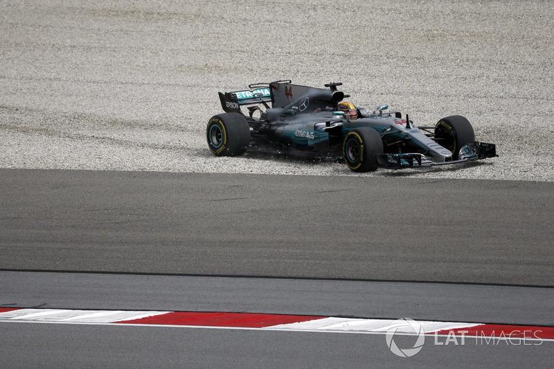 Lewis Hamilton, Mercedes-Benz F1 W08 en la escapatoria