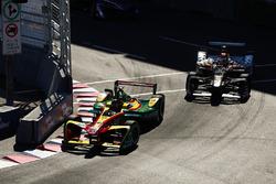 Даниэль Абт, ABT Schaeffler Audi Sport, впереди Жерома Д'Амброзио, Dragon Racing