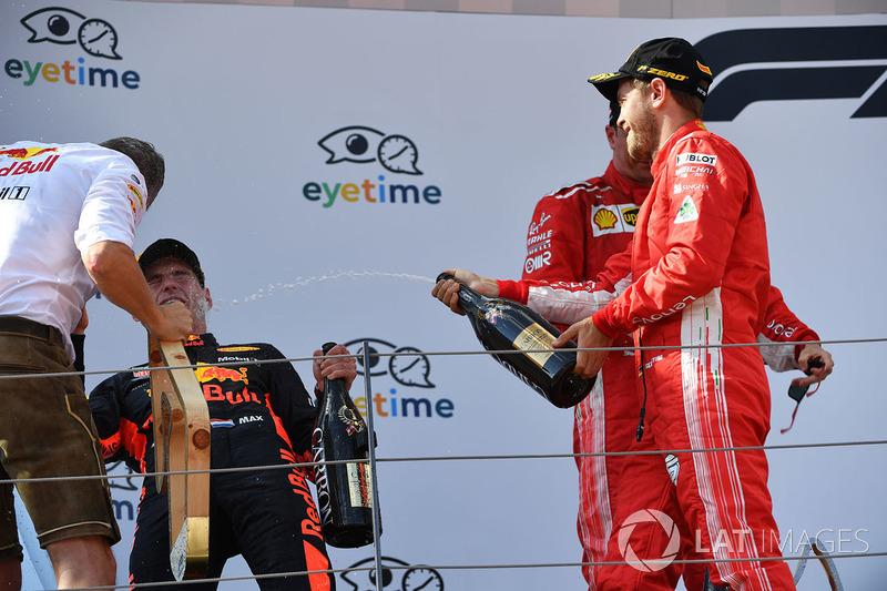 Max Verstappen, Red Bull Racing, Sebastian Vettel, Ferrari et Kimi Raikkonen, Ferrari sur le podium avec le champagne