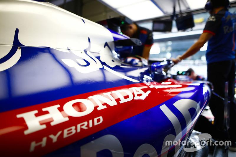 Logo de Honda logo en el coche de Brendon Hartley, Toro Rosso STR13