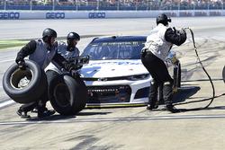 Brendan Gaughan, Beard Motorsports, Chevrolet Camaro Beard Oil Distributing / South Point Hotel & Casino, makes a pit stop