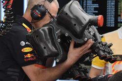 Red Bull Racing RB14 motor kapağı detay