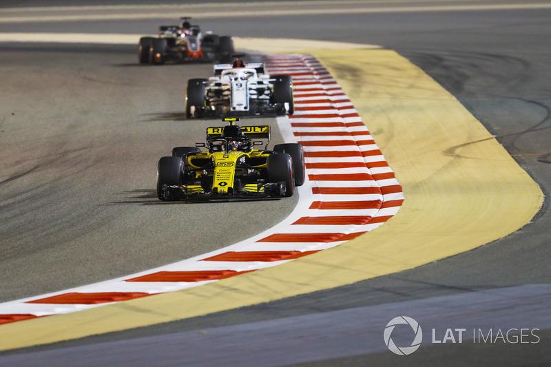 Carlos Sainz Jr., Renault Sport F1 Team R.S. 18, Marcus Ericsson, Sauber C37 Ferrari, and Romain Gro