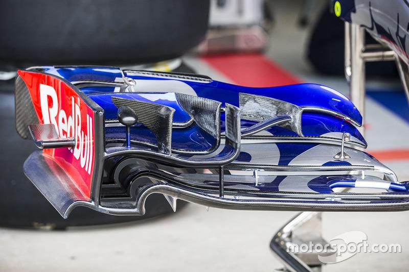 Détails de l'aileron avant de la Toro Rosso STR12