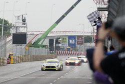 Bandiera a scacchi per Edoardo Mortara, Mercedes-AMG Team Driving Academy, Mercedes - AMG GT3