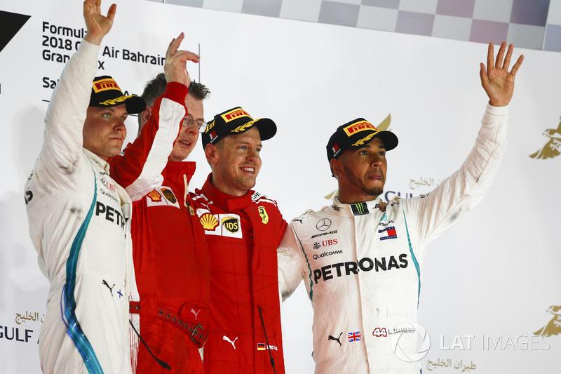 Valtteri Bottas, Mercedes AMG F1, Sebastian Vettel, Ferrari y Lewis Hamilton, Mercedes AMG F1