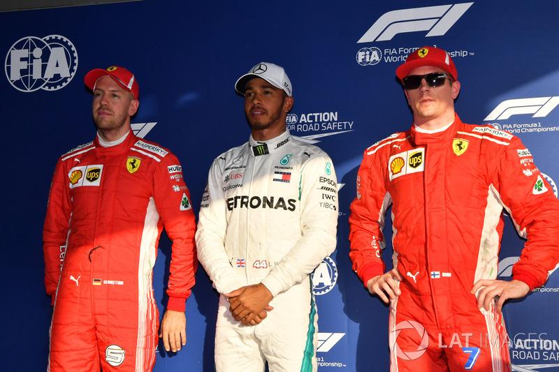 Tercer lugar Sebastian Vettel, Ferrari, poleman Lewis Hamilton, Mercedes-AMG F1 y segundo lugar Kimi Raikkonen, Ferrari en el parque cerrado