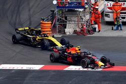 Макс Ферстаппен, Red Bull Racing RB14, и Карлос Сайнс, Renault Sport F1 Team RS18