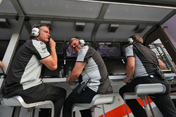 Энди Стивенсон, менеджер команды Sahara Force India F1, Отмар Сафнауэр, операционный директор Sahara