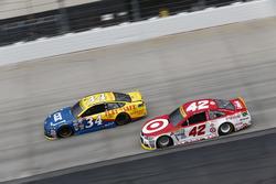 Kyle Larson, Chip Ganassi Racing Chevrolet, Chris Buescher, Front Row Motorsports Ford