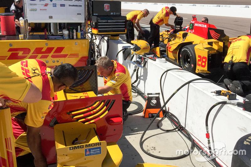 Ryan Hunter-Reay, Andretti Autosport Honda wing adjustement