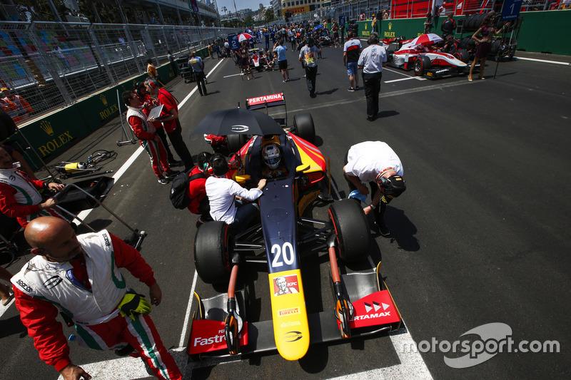 Antonio Giovinazzi, PREMA Racing, Nobuharu Matsushita, ART Grand Prix & Sergey Sirotkin, ART Grand Prix en la parrilla