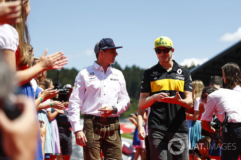 Max Verstappen, Red Bull Racing, and Nico Hulkenberg, Renault Sport F1 Team, in the drivers parade