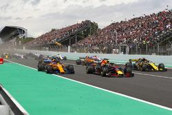 Daniel Ricciardo, Red Bull Racing RB14, Fernando Alonso, McLaren MCL33 and Carlos Sainz Jr., Renault Sport F1 Team R.S. 18. at the start