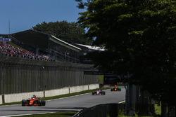 Fernando Alonso, McLaren MCL32, leadsSergio Perez, Sahara Force India F1 VJM10, Daniel Ricciardo, Red Bull Racing RB13